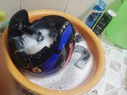 Cách giặt mũ bảo hiểm