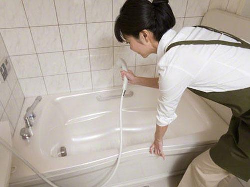 cách làm sạch nhà tắm 1