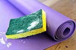 Cách giặt thảm yoga đơn giản và hiệu quả nhất