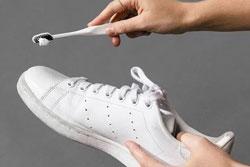 Mách bạn cách giặt giày dép sạch như mới