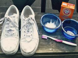 Cách làm sạch giầy da trắng