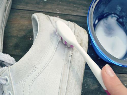 cách giặt giầy trắng 1